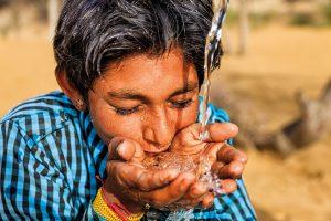 Durst nach Gerechtigkeit: Noch immer haben rund 2,1 Milliarden Menschen keinen Zugang zu sauberem und durchgängig verfügbarem Trinkwasser. Bildquelle: istockphoto.com